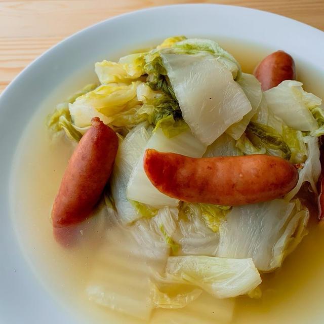 白菜とソーセージのコンソメスープ