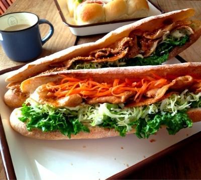 詳細レシピ*簡単BBQポークとたっぷり野菜のバケットサンド*朝ごはん*