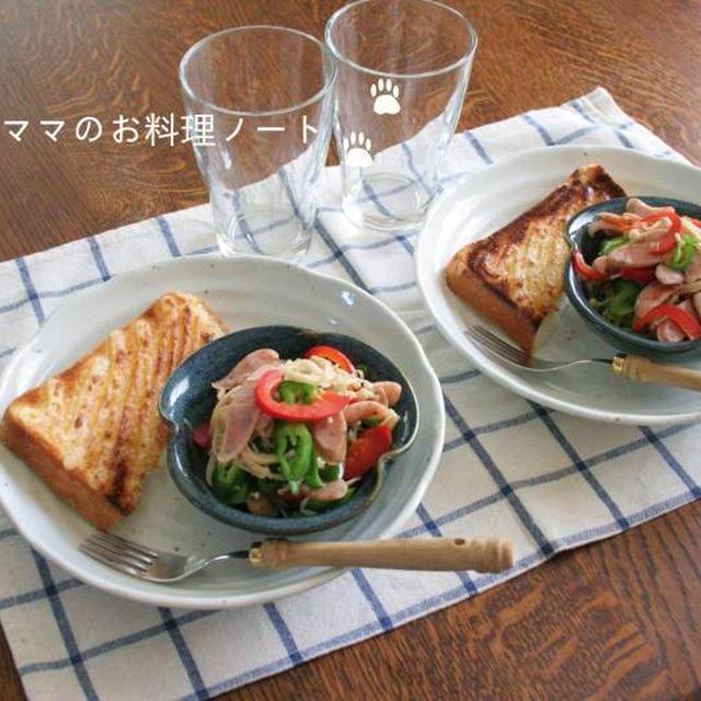 マヨトーストと炒め物の朝ごはん