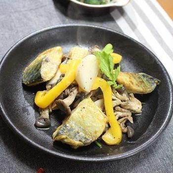 鯖と蕪とたっぷり野菜のカレー風味炒め