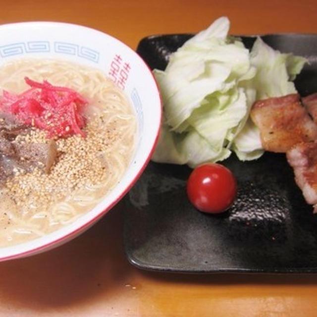 博多名物豚骨ラーメン定番焼き鳥キャベツセット~v(^0^)/