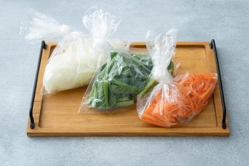 ・切りおく野菜は、水分の少ないにんじん、玉ねぎ、キャベツ、ほうれん草、小松菜などがおすすめ。きゅうり...
