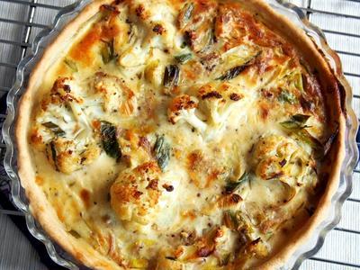 【副菜】生地から手作り☆カリフラワーと長ネギとツナの簡単キッシュのレシピ♡