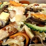 鶏手羽中と厚揚げ・有り合わせ野菜を炒めて&ちーちゃん海苔巻き♪