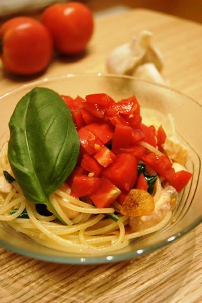 サーモンとトマトのペペロンチーノ