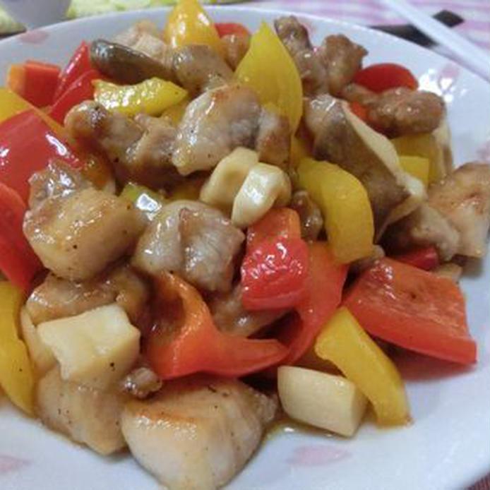 食材をサイコロ状にカットして作る青椒肉絲