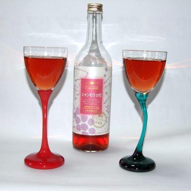 お洒落なワイングラスで乾杯