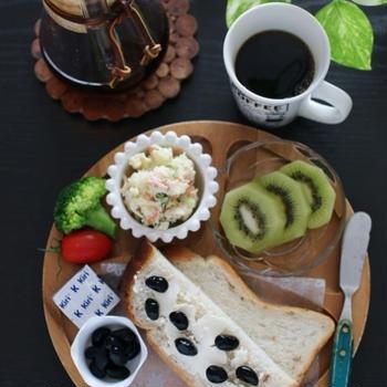 丹波の黒豆クリームチーズトースト