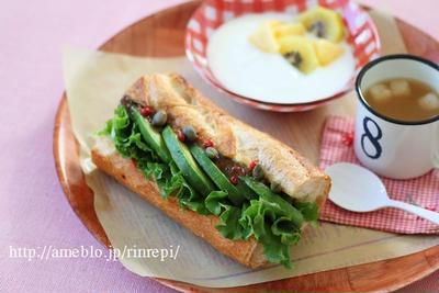アンチョビーとアボカドのバゲットサンドイッチ