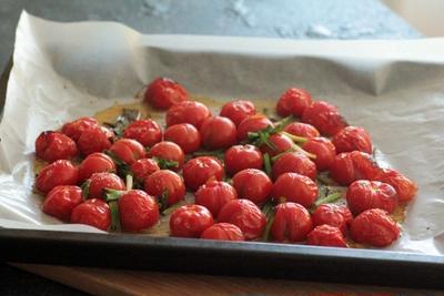 肉や魚料理のつけあわせにローストトマト。と、ハナ