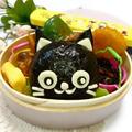 コンビーフおにぎり☆黒猫ちゃんのお弁当