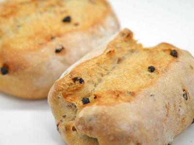 胡桃とカレンツのライ麦パン