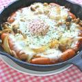 半熟の目玉焼きとチーズがとろとろ〜で熱々のスキレット焼き飯。