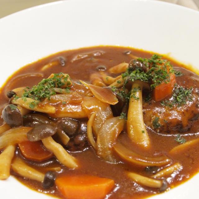 【洋食】「ふっくらジューシー☆煮込みハンバーグ」&たまポテサラダで晩ごはん。