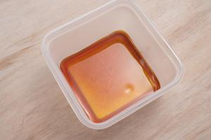 作り方<br><br>1、カラメルソース(あら熱の取れたもの)は耐熱保存容器に入れ、冷やしておく。