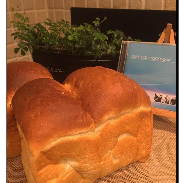 粉・酵母をはるゆたかと白神酵母「ドライ」に代えて山型食パン焼いてみました !!