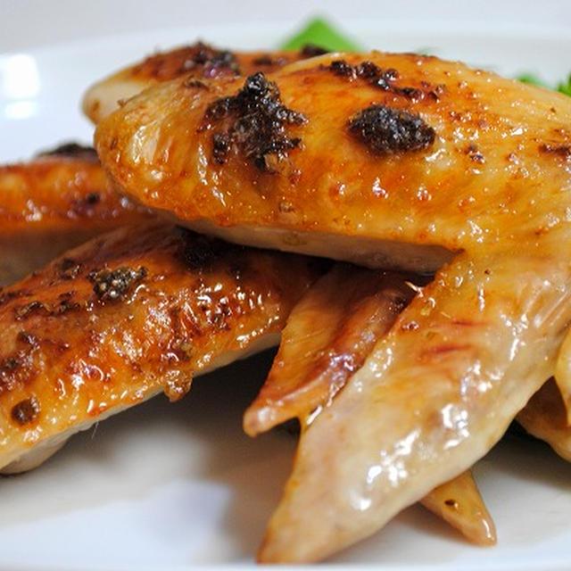 特製ダレに浸けて後は焼くだけ♪きりっと爽やかな風味と辛味がクセになる♪鶏手羽の柚子こしょう焼き
