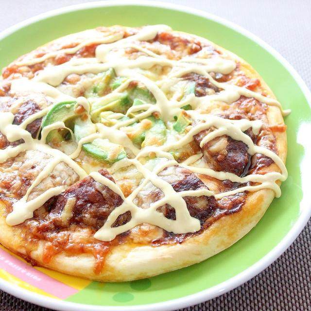 アボカドわさびソースの神戸牛ハンバーグご当地ピザ