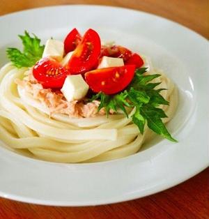 レンジで3分!ツナトマトチーズうどん。夏は涼しく簡単おいしい冷たい麺レシピ♪レシピブログメルマガ掲載