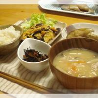 茄子ともやしのキムチマヨ炒めと、夏休み終了。