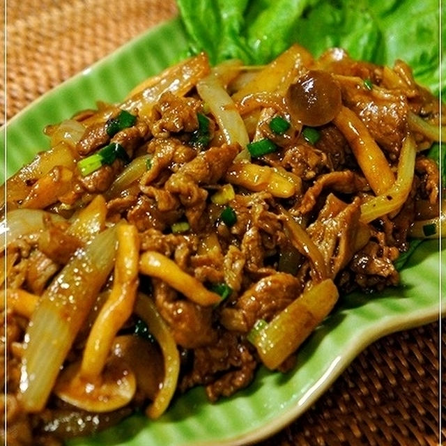 焼きそば用ソースは万能調味料 <牛肉と玉葱のカレーソース炒め>