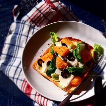蕪とオレンジのサラダトースト