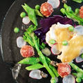 真空低温調理の塩レモン鶏胸肉と春野菜の前菜。