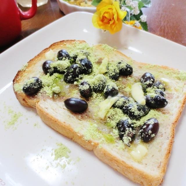 お正月にも☆黒豆とうぐいすきな粉のトースト