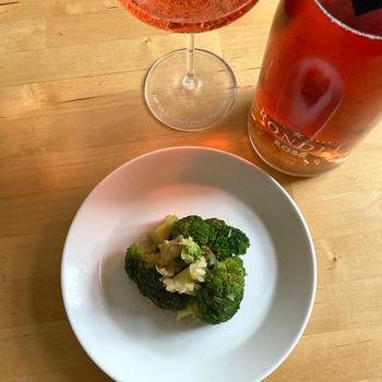 【レシピブログ】ブロッコリーのサブジ風 × スペインのロゼ泡