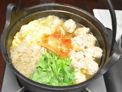 鶏肉とナンコツで作るつくね鍋。ひき肉よりお肉感を感じられるあったかお鍋。