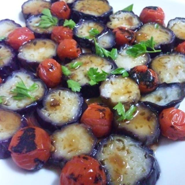 揚げ茄子と焼きトマトのサラダ