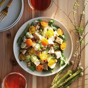 サラダです!私はそんなに料理歴も技術もありませんが、とにかく、健康を考え始めた時に野菜を食べなきゃと...