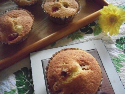 子どもが作る♡トマトとクリームチーズのカップケーキ^^