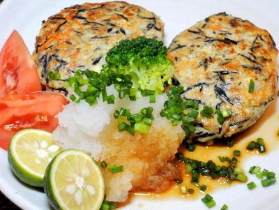 簡単夕食♪ ひじき入りの豆腐ハンバーグとレンコンとゴーヤのサラダ(♡˙︶˙♡)