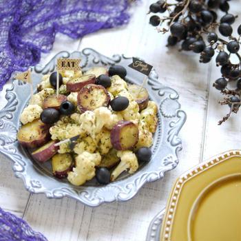 炒めて、絡めるだけ!簡単豪華なパーティレシピ【サツマイモとカリフラワーのおつまみサラダ】