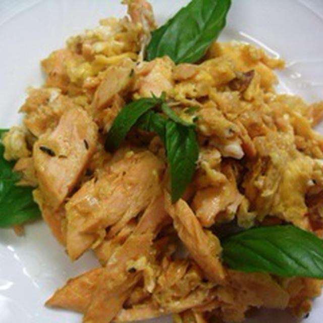 生鮭と卵の炒め物