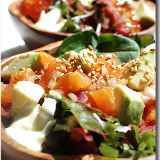 サーモンとアボカドのハワイアンなポキ丼 ..... お野菜&海藻たっぷり♪   〜女性向け丼〜