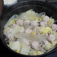 白菜ともやしの肉団子ごま油鍋