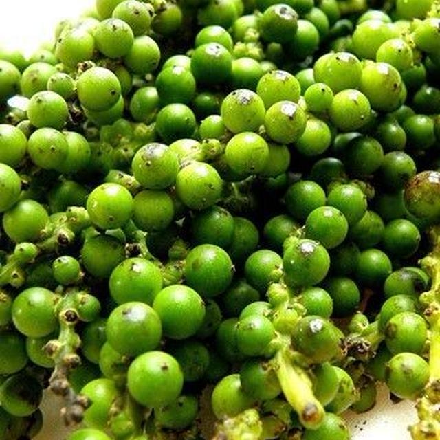 グリーンペッパーで日本の味再現とグリーンペッパー入りカシスソース