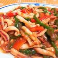 【レシピ動画】彩り抜群!【イカのピリ辛チンジャオ炒め】ご飯がススムおかず。