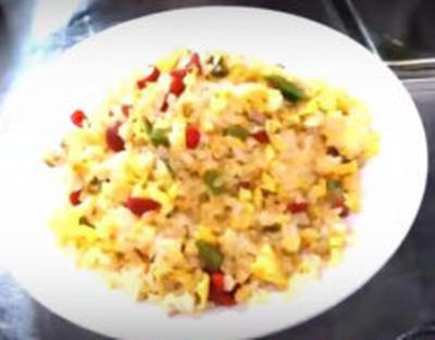 カリカリ梅とコリコリ山くらげの炒飯