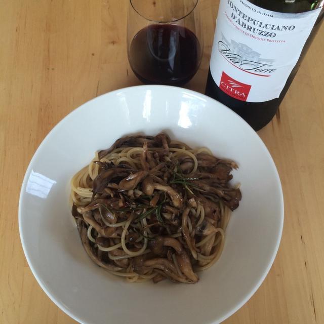 きのこのパスタ バルサミコ風味×イタリアの赤