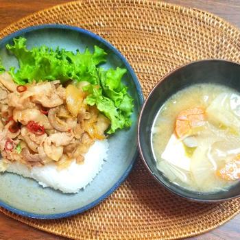 ピリ辛バラ肉丼
