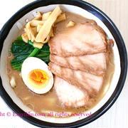 うどん+ラーメン=うどラー♡豚骨ver. by 妄想レシピさん