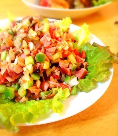 鮭燻製のロミロミサラダ。