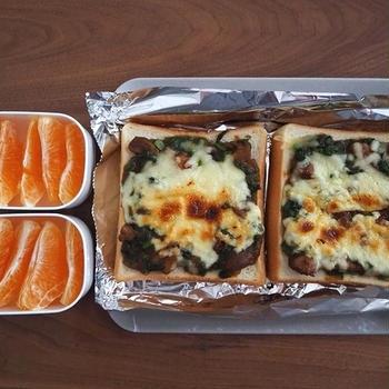 チーズサグチキンカレーパン弁当、サグチキンカレー