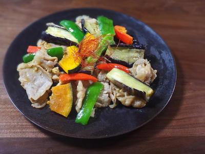 とろとろの茄子がたまらない夏野菜と豚肉の味噌炒め