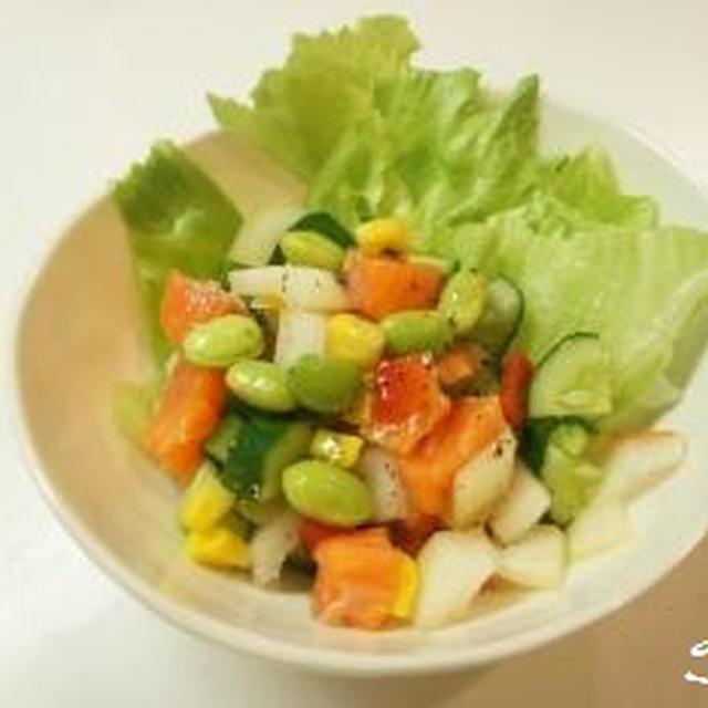 香るソルト 彩野菜とサーモンのダイスサラダ