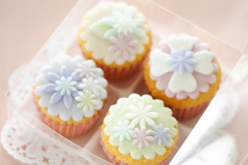 食べてしまうのがもったいないほど繊細な、プティビズ芦屋のカップケーキ。ふんわり優しいカップケーキに、...