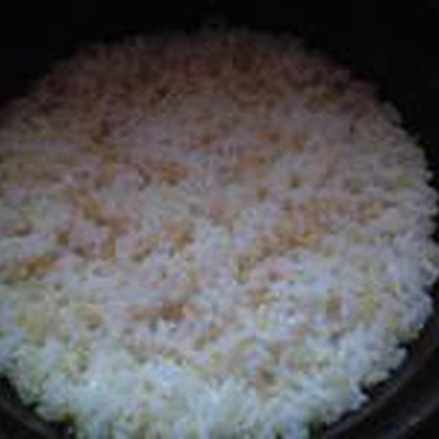 湯立てで白米(678)。。。茨城県産 奥久慈の棚田のコシヒカリ特別栽培米うまかっぺJA茨城みどり玄米(あいざわ米店)さて何でしょ???コシヒカリ白米(あいざわ米店)
